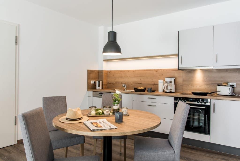 Wohnbereich Küche Waldhotel zum Bergsee Damme Apartment 60qm 90qm